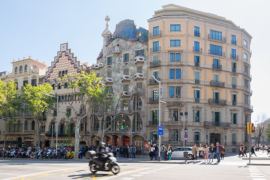 Casa Batlló in Barcelona von Antoni Gaudí | Spanien | Peter R. Stuhlmann | peteraroundtheworld